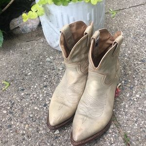 Sold out Billie short Frye boots size 8
